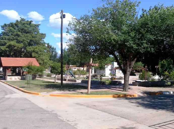 V25-2 Plaza